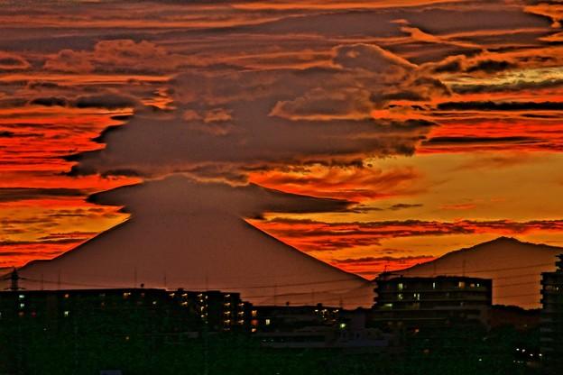 写真: 富士怒る。