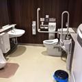 写真: 呉駅ビル CREST クレスト3階 車いす対応 おむつ替えベッド設置トイレ 呉市宝町