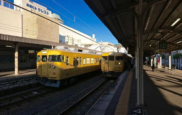 JR呉駅 1番線2番線ホーム JR西日本115系 2016年5月27日