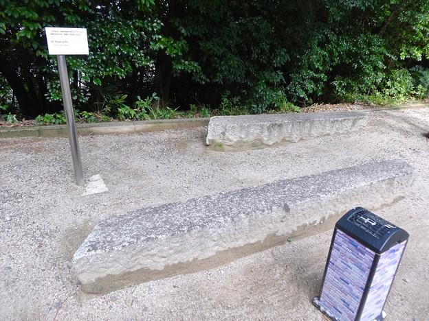 堺川にかかっていた橋桁を再利用したベンチ 呉市幸町 入船山公園
