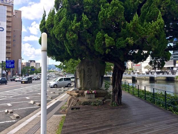 的場地区町民慰霊碑 広島市南区的場町1丁目 猿猴川河岸緑地 2017年9月8日