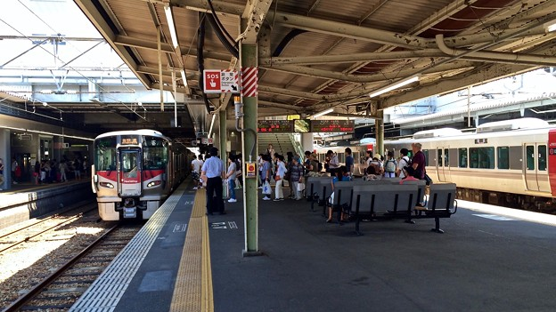 広島駅 在来線3番線ホーム 広島市南区松原町 2016年8月12日