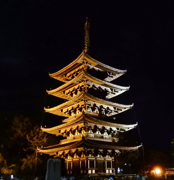 奈良燈花会 (5)・興福寺五重塔