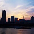 Photos: みなとみらいに落ちる夕日