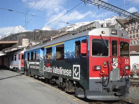 ティラノ行き列車(サン・モリッツ駅)