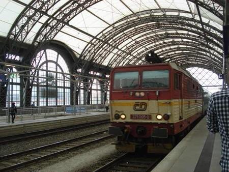 ハンブルク行き特急(ドレスデン駅)