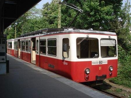 登山電車(麓駅)
