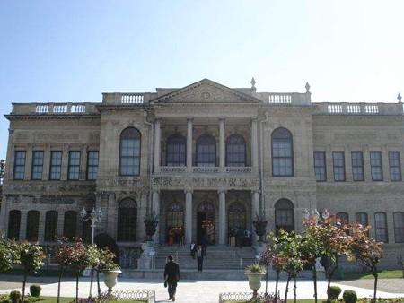 ドルマバフチェ宮殿正面