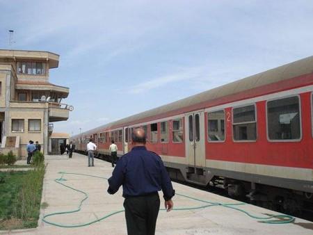 マシュハド行き列車(サラフス駅)(4)