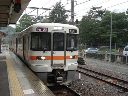 甲府行き普通列車(下部温泉駅)