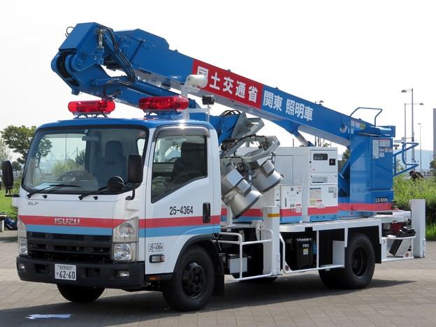 292 国土交通省 関東地方整備局 照明車