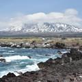 写真: 利尻富士と高波