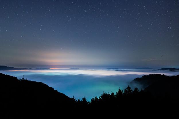 写真: 夜の雲海