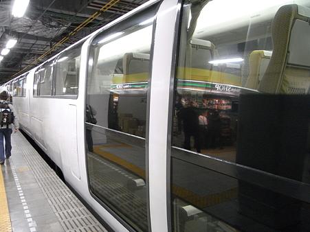 371系(小田急新宿駅)3