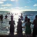 写真: 波が罪を洗い流す Wash sin away