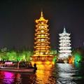 写真: 絶美夜景:日月塔Twin towers in Guilin