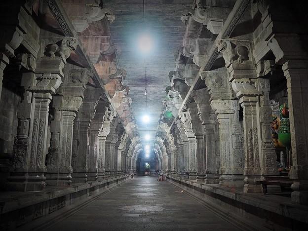 月末迄お休みします(ヒンドゥー教寺院~インド)Hindu temple