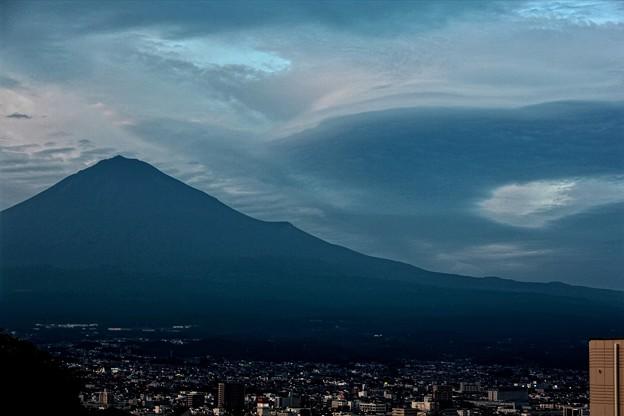 写真: 9月20日の富士山~ 微妙に笠雲だったり、吊るし雲だったり^_^;