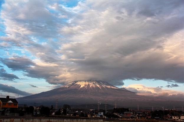12月16日富士宮からの富士山~ 雲が凄いです!この後、焼けるかな?