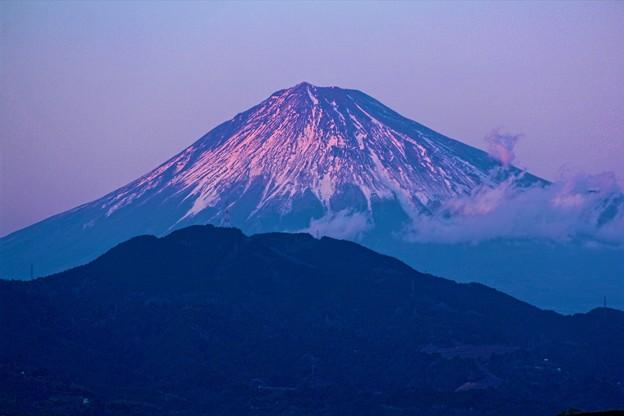 12月29日薩埵峠付近からの夕方富士山~ 今日は紫!