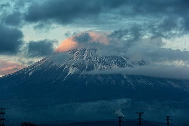 1月5日富士宮からの夕方富士山~ 笠雲だけ少し紅くなりましたね!