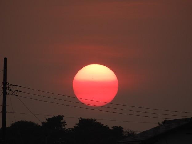 写真: 落陽07 飛行機を優しく包む