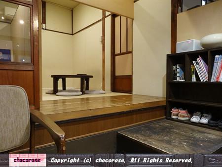 ちゃぶ台のある和カフェの風景