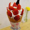 写真: 紅ほっぺいちごソフトクリーム