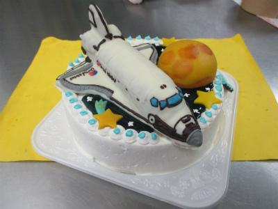 パラ880873 さん お見舞いケーキですよ。