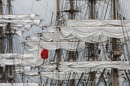 2009.07.20 みなとみらい 日本丸・海王丸総帆展帆作業開始-1