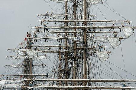 2009.07.20 みなとみらい 日本丸・海王丸総帆展帆作業開始