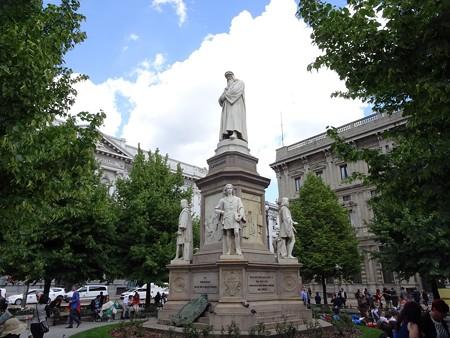 2017.05.09 イタリア ミラノ スカラ広場 ダ・ヴィンチ像