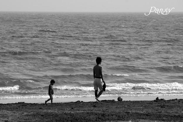砂浜の父子・・