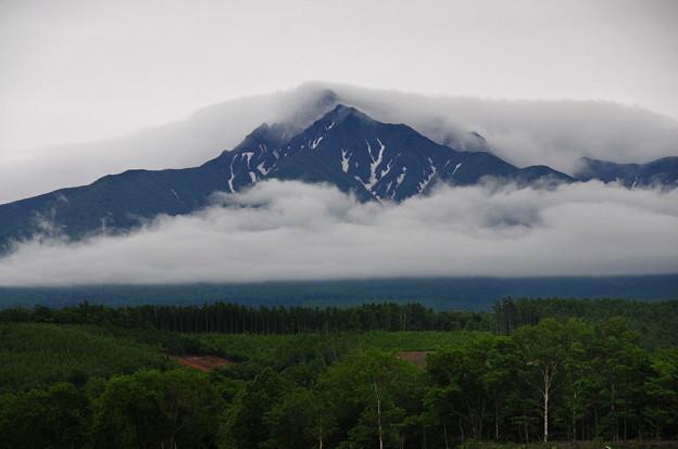 DSC_0917 ベールと襟巻きをまとった斜里岳