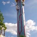 写真: 不思議な塔