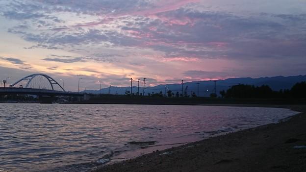 写真: 浜辺の夕焼け