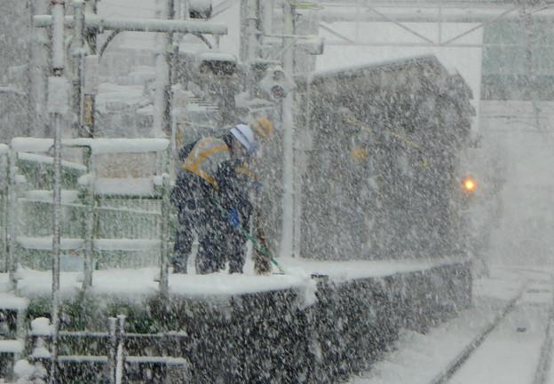 駅ホームの雪かき