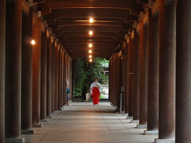 Photos: 雨降る日の回廊 *b