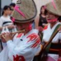 写真: 笛吹く女人