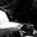 写真: 鮎止めの滝