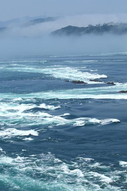 霧の鳴門海峡