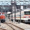 Photos: 東武350系とDE10