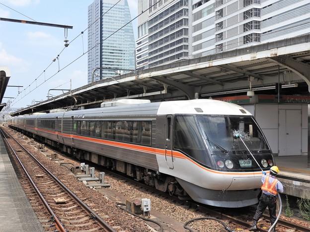 383系ワイドビューしなの号終点名古屋で窓掃除
