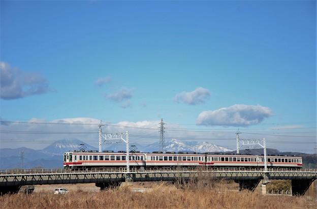 東武日光線思川橋梁を渡る東武6050系