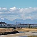 日光連山と東武8000系