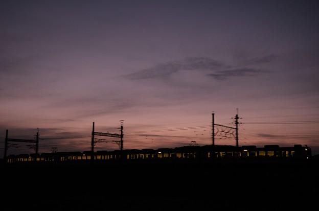 黄昏時の東武日光線