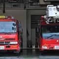 Photos: 宮城県石巻地区広域消防本部 大型水槽車(左)、        35m級先端屈折梯子車(右)