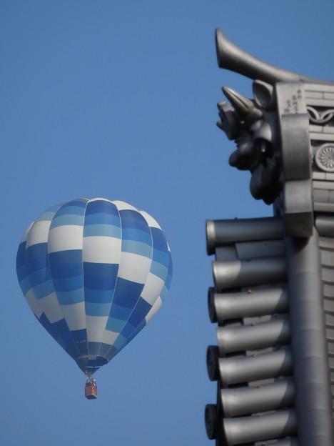 熱気球と鬼さん
