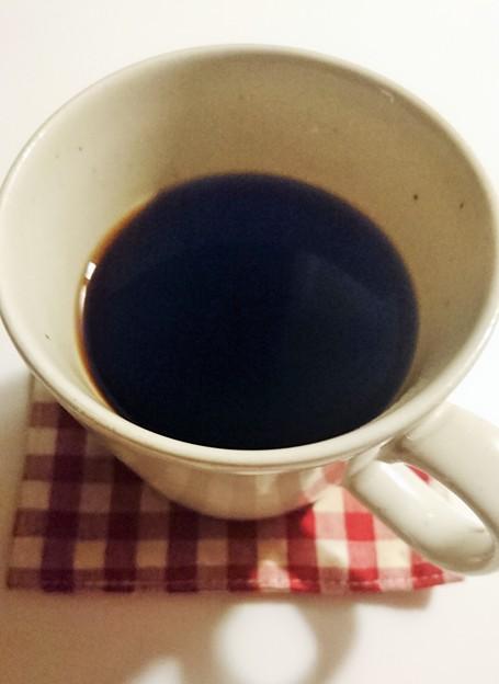 G先生にこれを。夜中のコーヒーですが。