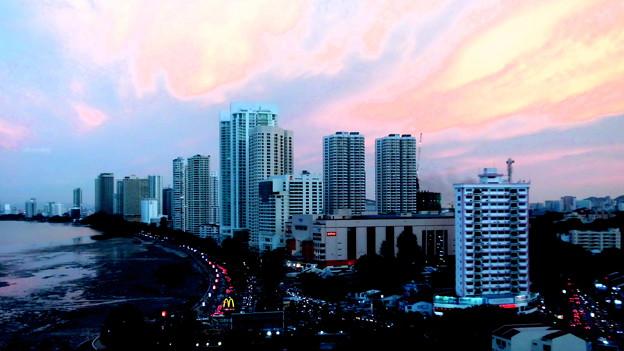 街角・ペナンのワイキキ・ガーニーの夕景。
